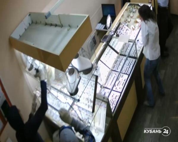 «Факты. Происшествия»: девочки-подростки — подозреваемые по уголовному делу, грабители в масках Гая Фокса осуждены, свидетель поймал вора