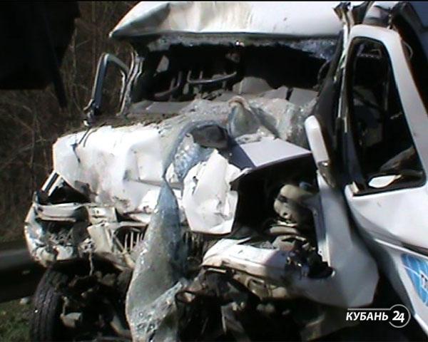 «Факты. Происшествия»: в Краснодаре трамвай сбил женщину, в ДТП на трассе погиб водитель, пьяный дебошир на крыше детского сада