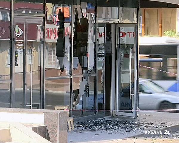 «Факты 24»: в Новороссийске хулиган разгромил алкогольный магазин, в Краснодаре объявилась банда мошенниц-гипнотизеров
