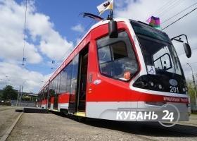 Трехсекционный трамвай в Краснодаре