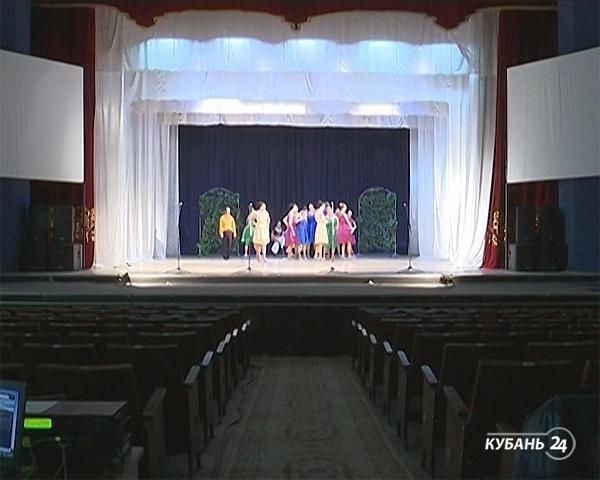 «Арт&Факты»: Ейский народный музыкальный театр готовит к своему 60-летию премьеру, оперная певица Хибла Герзмава выступит в Краснодаре