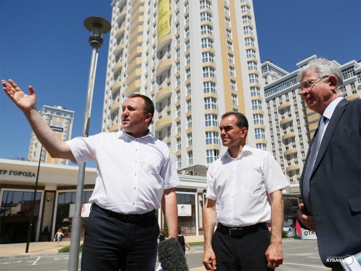 «Факты 24»: губернатор проинспектировал строящиеся объекты Краснодара, в Анапе местные предприятия подключились к тушению пожара на свалке