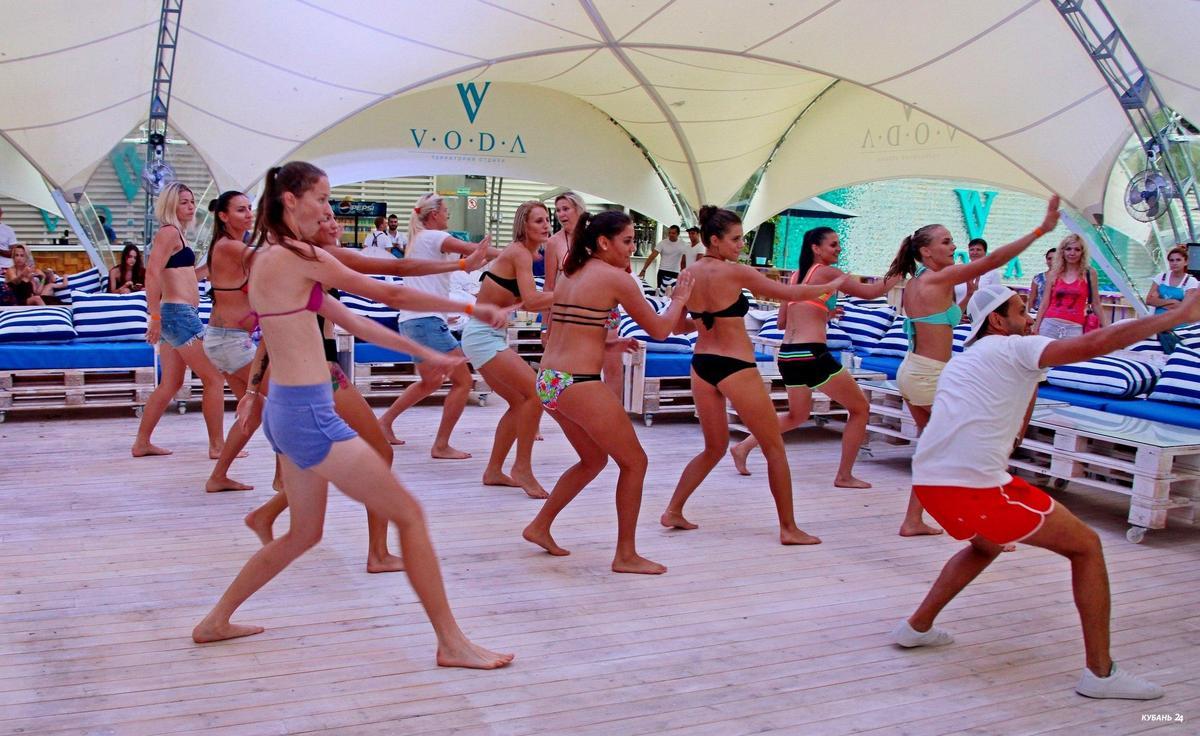 «Факты. Спорт»: кубанские пляжные волейболисты вышли в 1/4 финала Олимпиады, гандболистки «Кубани» провели открытую тренировку в бассейне