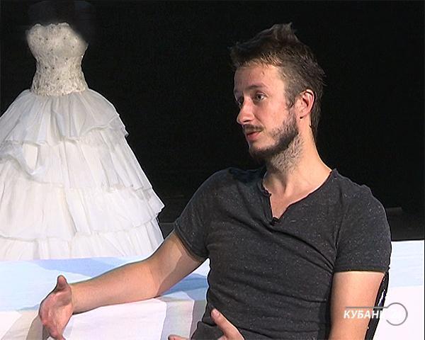 Режиссер-постановщик спектакля «Тебя-2» Арсений Фогелев: человек может быть не один, но все равно одинок