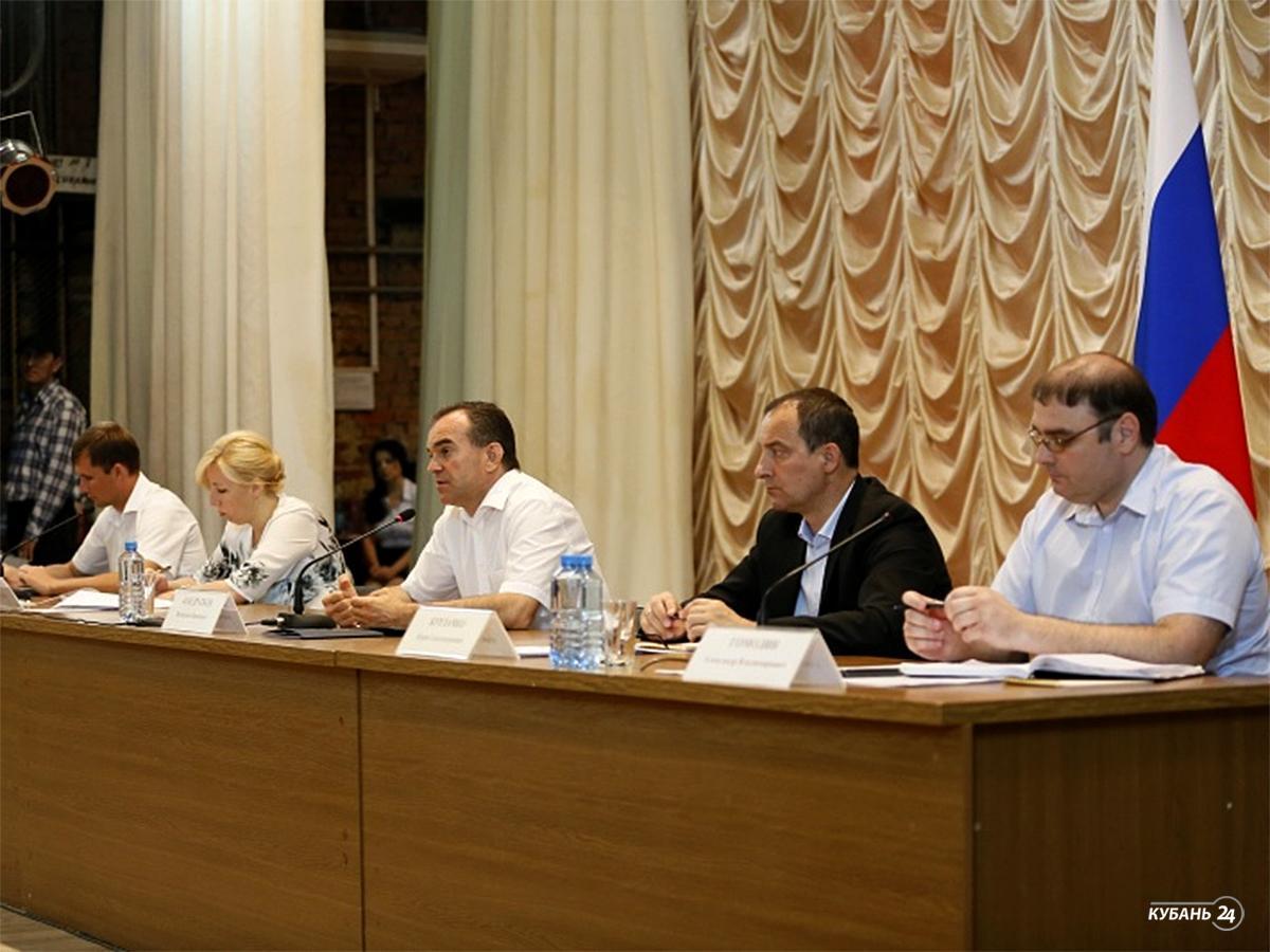 «Факты 24»:  губернатор посетил импортозамещающие производства Новокубанского района, в Геленджике горели 800 кв. м виноградников