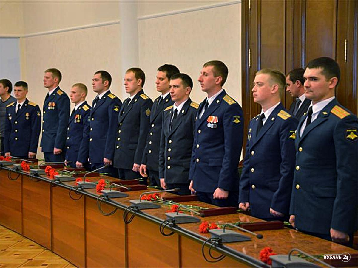 «Факты 24»: в здании ЗСК прошел торжественный прием для молодых офицеров Кубани, телеканал «Кубань 24» посетили победители конкурса юных журналистов