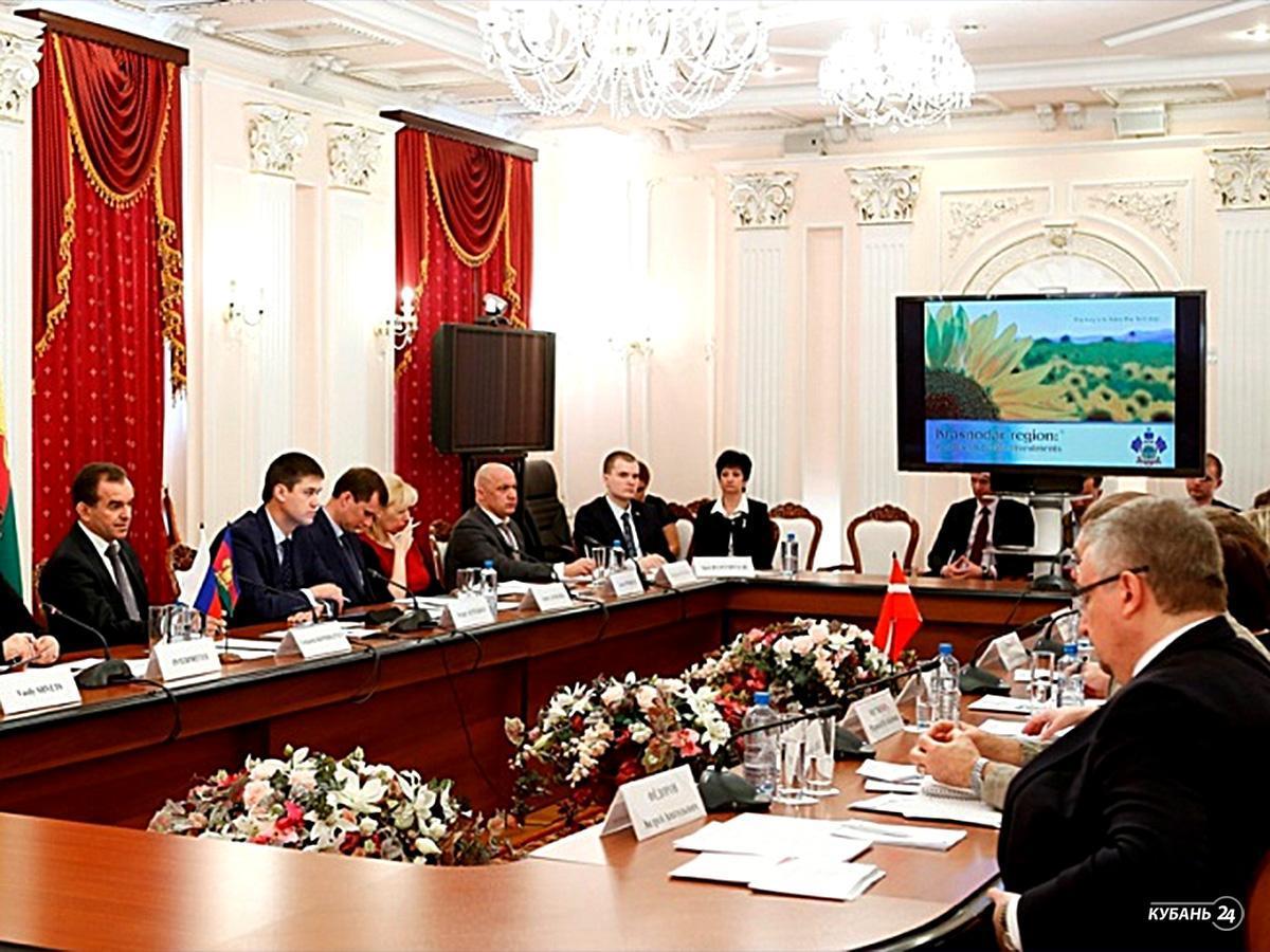 «Факты 24»: Кондратьев обсудил с послом Дании в РФ сферы международного сотрудничества, в регионах России усилили меры безопасности в связи со взрывом в Санкт-Петербурге