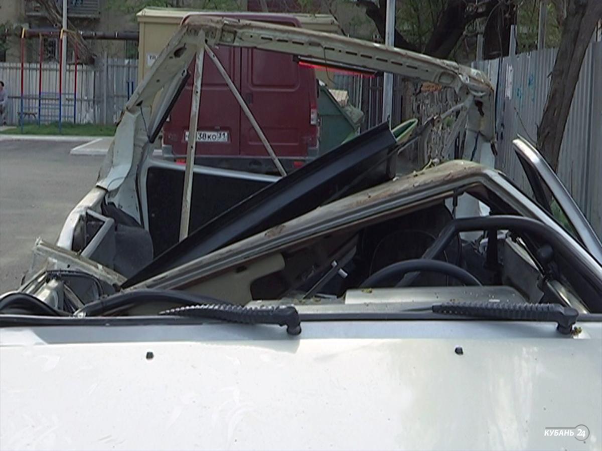 «Факты 24»: в Краснодаре часть балкона упала на припаркованный автомобиль, в России отмечают День космонавтики