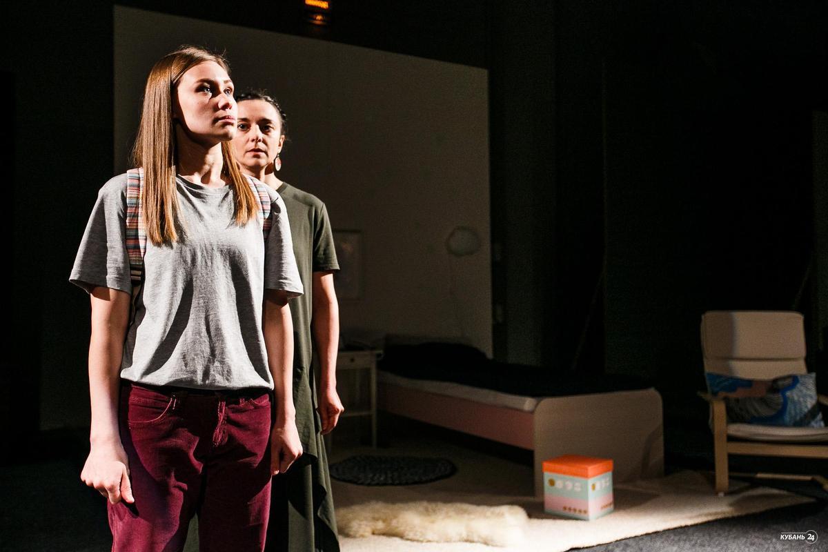 Премьера спектакля о подростках «Звезды светят на потолке»