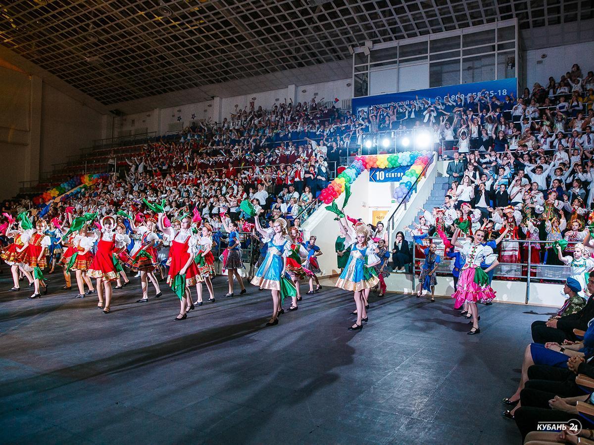 Корреспондент «Кубань 24» рассказал о подготовке к детскому концерту в краснодарском ДС «Олимп»