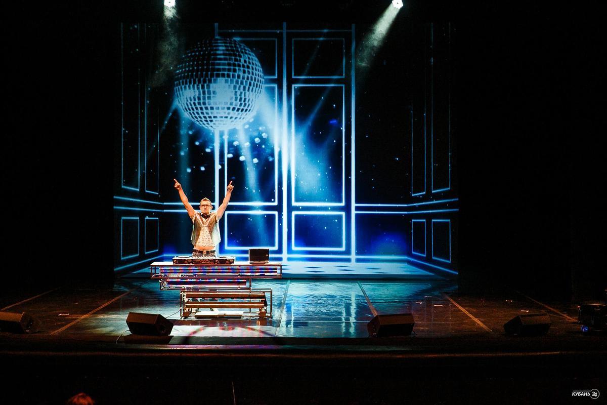 Дмитрий Маликов в благотворительном спектакле «Перевернуть игру» в Краснодаре