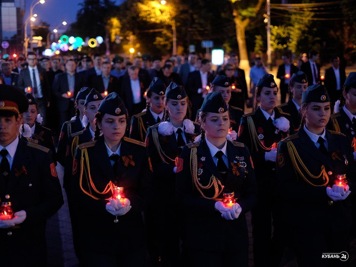 «Факты 24»: в Краснодаре в акции «Свеча памяти» приняли участие почти 12 тыс. человек, в Ейске прошел этап конкурса среди подразделений ПВО