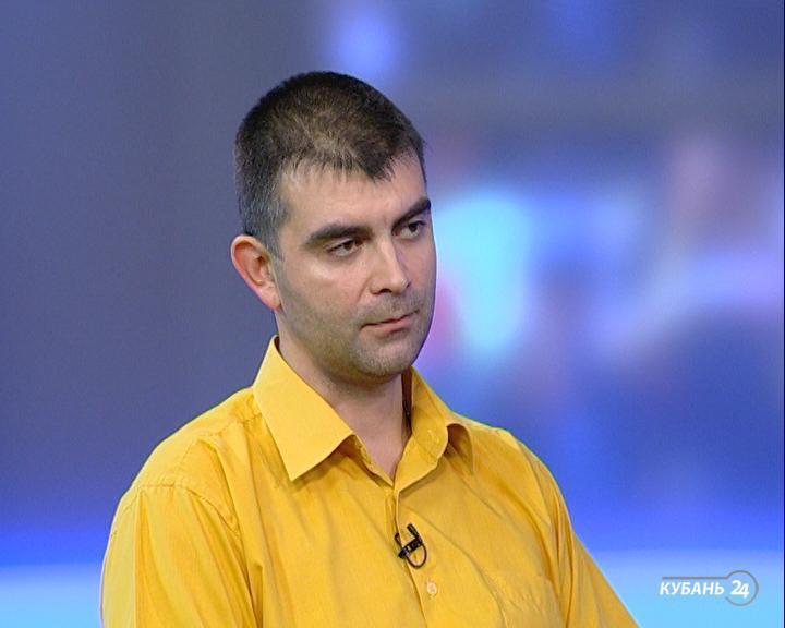 Сотрудник управляющей компании Анатолий Александров: игровые площадки осматривают перед началом летнего сезона