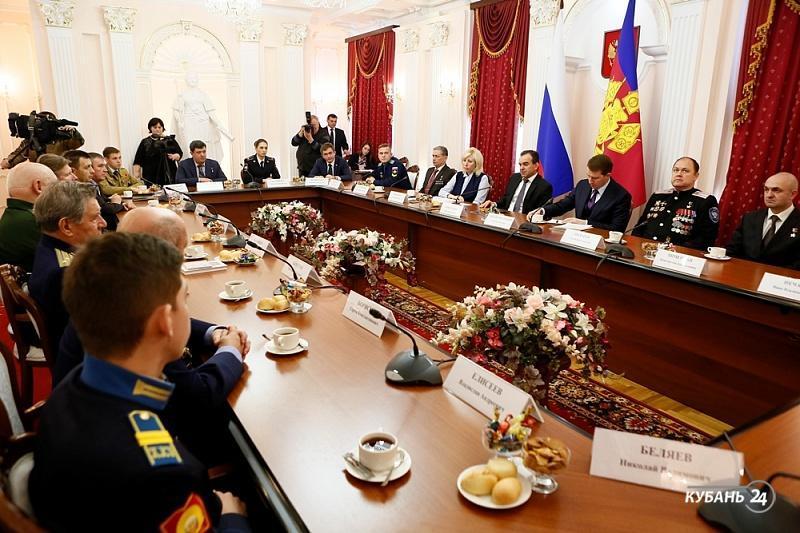 «Факты 24»: губернатор Кубани встретился с Героями России, Евгений Первышов отметил первую годовщину в должности мэра Краснодара
