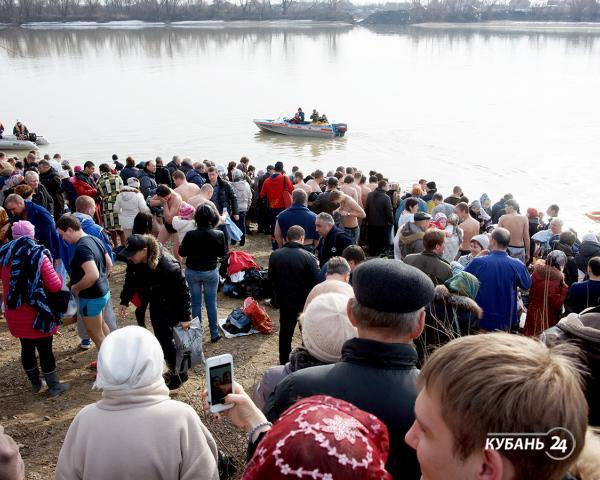 «Факты 24»: в храмах Кубани пройдут литургии в честь Крещения Господня, в Морском порту Сочи начался демонтаж ограждений