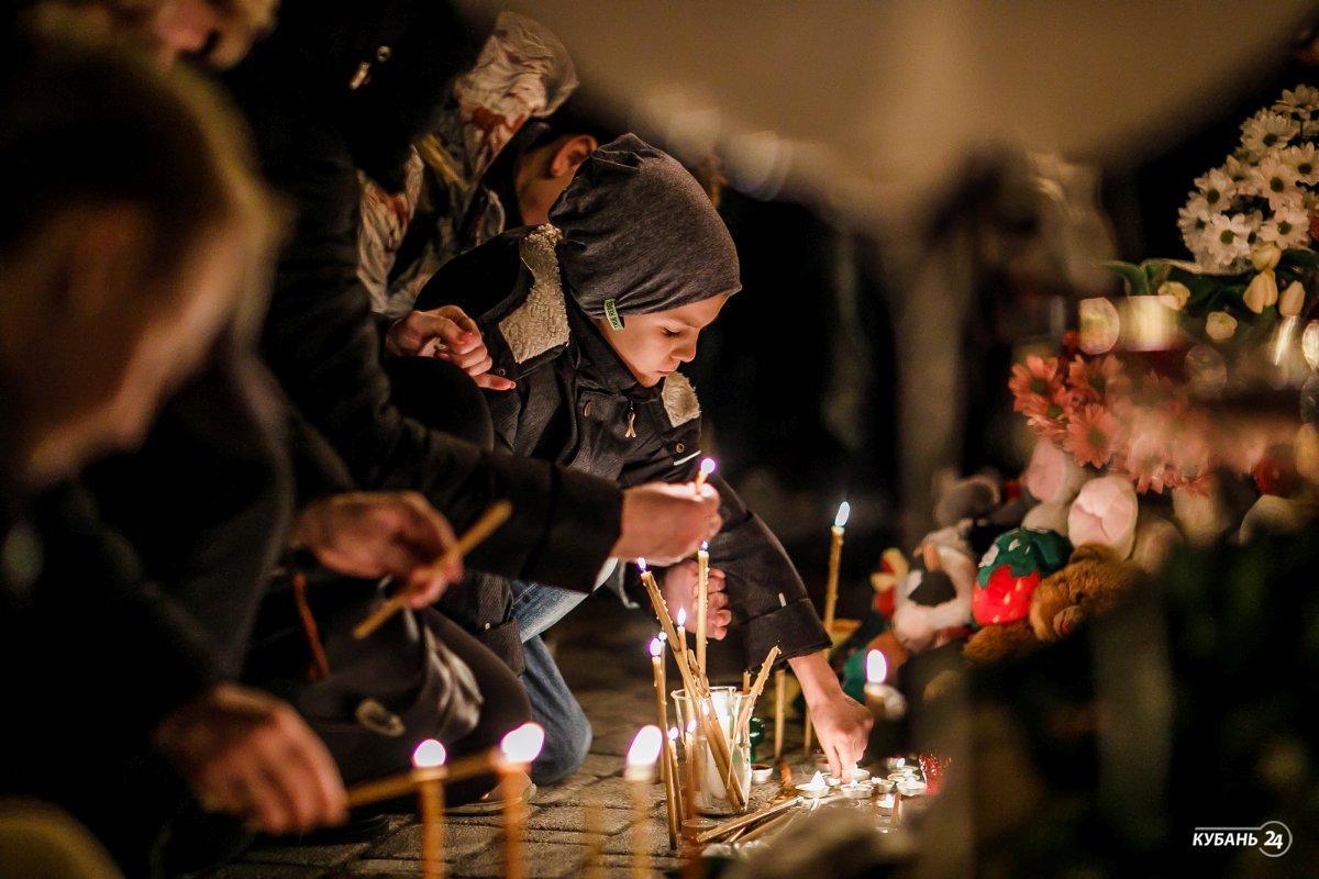 «Факты 24»: в России объявили национальный день траура по погибшим в Кемерове, во всех ТРЦ Кубани пройдут проверки систем безопасности