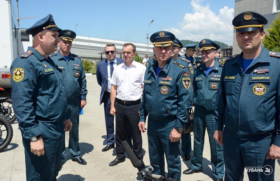 «Факты 24»: губернатор Кубани и глава МЧС России посетили пожарную часть в Олимпийском парке, в Новороссийске для школьников открылся палаточный лагерь