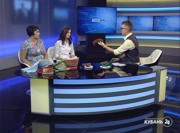 Руководитель ателье народного костюма Наталья Давыдова: кокошники уже давно вышли на экспорт