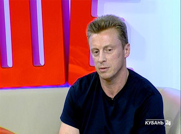 Руководитель фирмы по изготовлению неоновой рекламы Андрей Осипов: мое ремесло передается из рук в руки