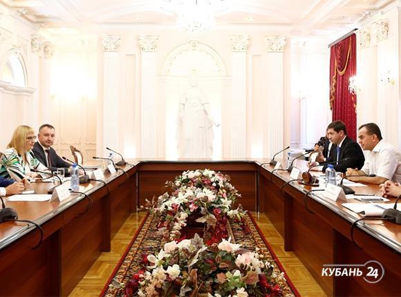 «Факты 24»: Вениамин Кондратьев провел встречу с гендиректором «Магнита» Ольгой Наумовой, в одной из школ Краснодара сформировали 22 первых класса
