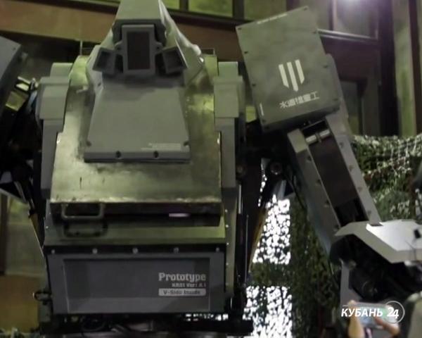 «Факты. Интернет-news»: картины из смайлов, робокостюм за миллион долларов и самый артистичный полицейский