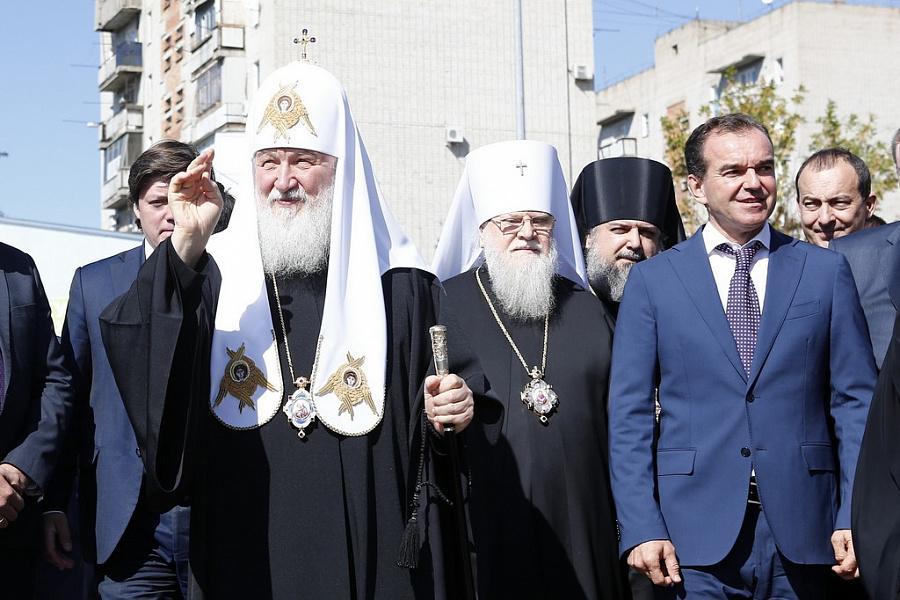 «Факты 24»: Патриарх Кирилл и Вениамин Кондратьев посетили строящийся собор в Ейске, в Сочи прибыли первые команды «Формулы-1»