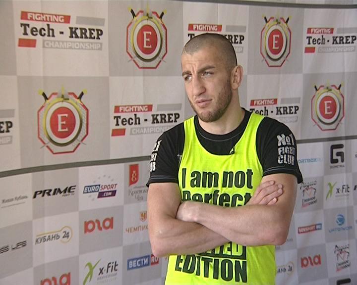 Кикбоксер Джабар Аскеров провел открытую тренировку в Краснодаре