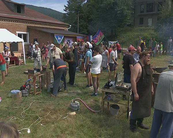 Фестиваль под Апшеронском собрал 50 кузнецов со всей Кубани