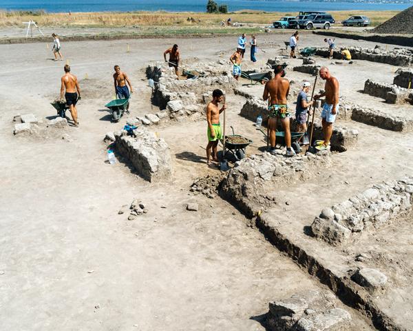 День археолога отметили на раскопках древней Фанагории