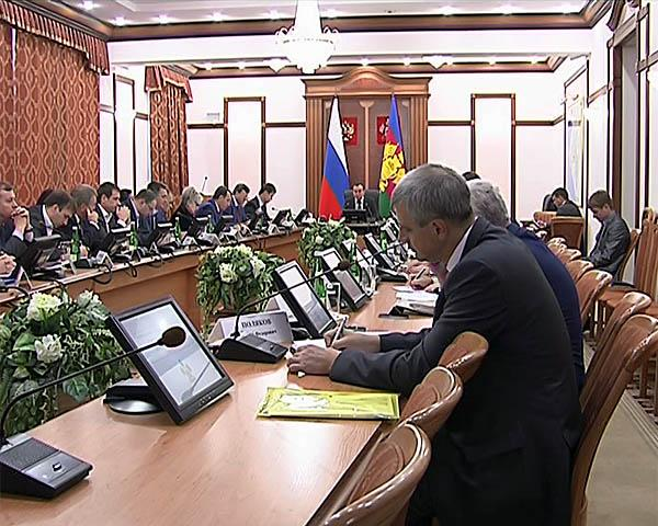 Кондратьев предложил обремененным обращениями граждан чиновникам оставить свои места