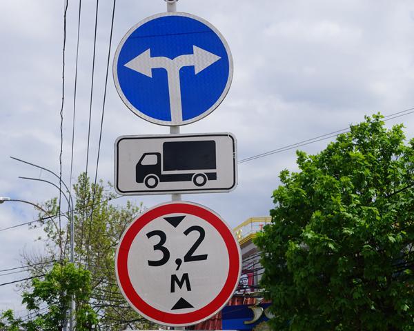 В Краснодаре выявили около 1 тыс. нарушений в нанесении разметки и установке дорожных знаков
