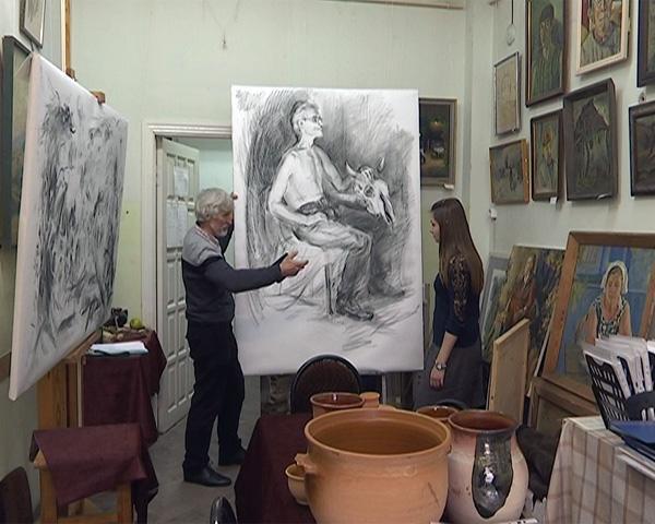 В КубГУ 67-летний студент открыл персональную выставку картин