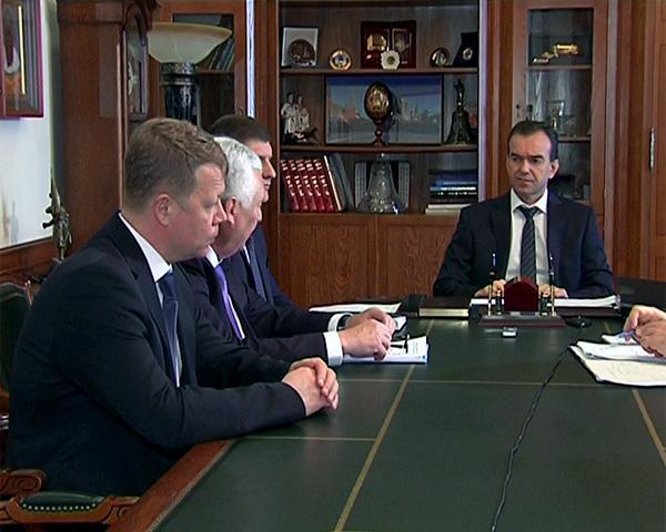 Кондратьев поблагодарил оперативный штаб за работу в аэропорту Краснодара
