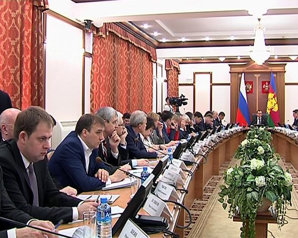 Кондратьев поручил активизировать работу по оплате муниципальных контрактов