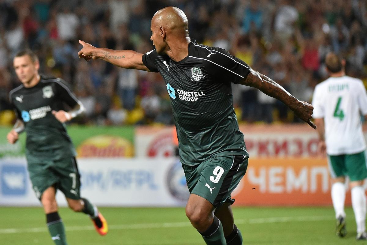 Футболисты «Краснодара» в первом домашнем матче сезона разгромили «Томь»