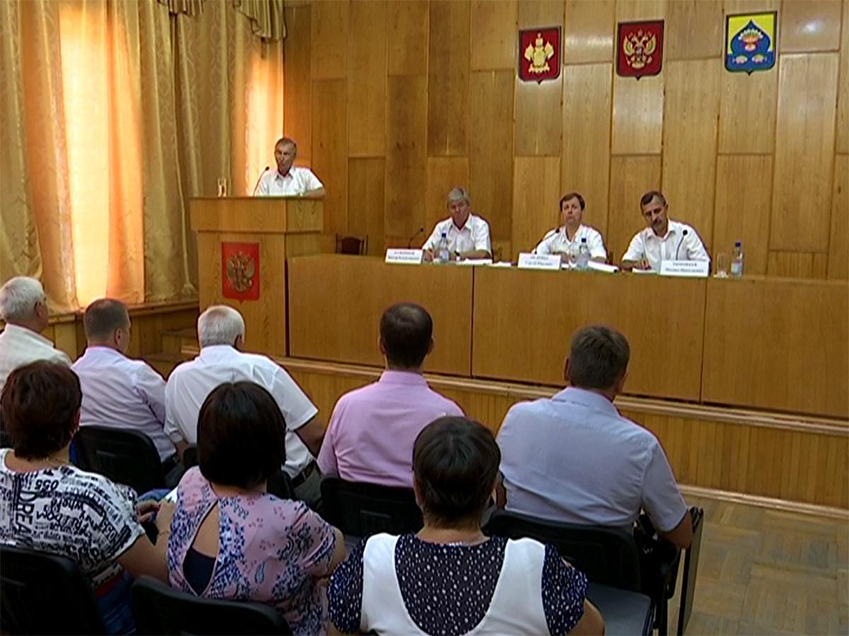 Представители краевого минсельхоза посетили Калининский район