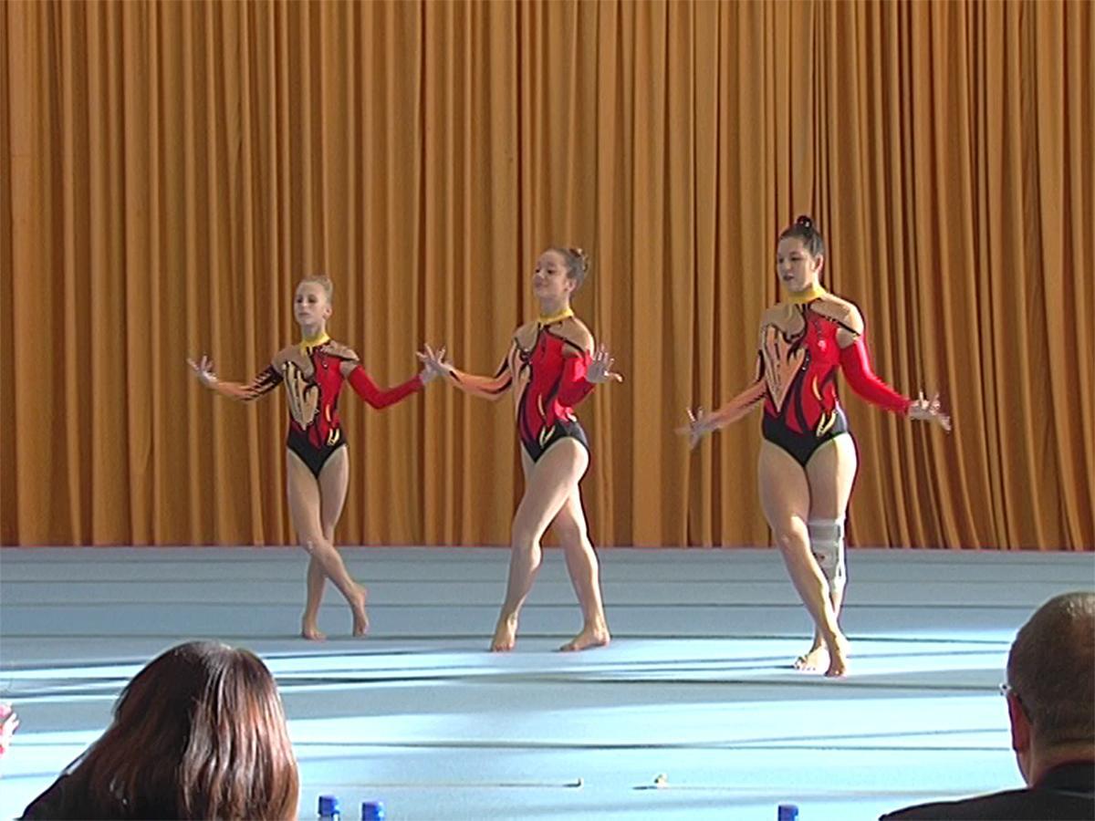 В Краснодаре стартовал турнир по акробатике памяти Геннадия Казаджиева