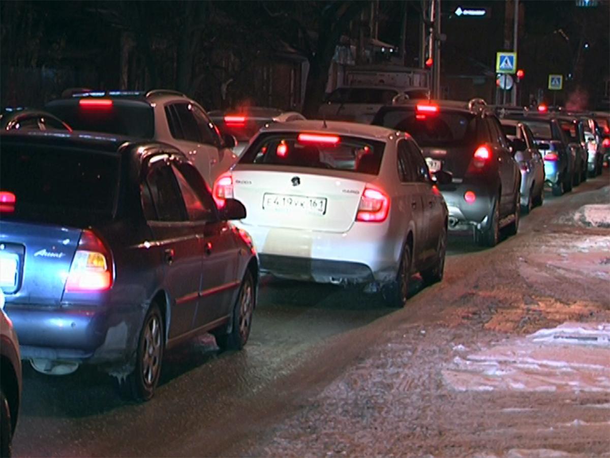Из-за снегопада в Краснодаре образовались автомобильные пробки