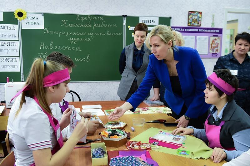 Анна Минькова посетила несколько коррекционных школ в Краснодаре