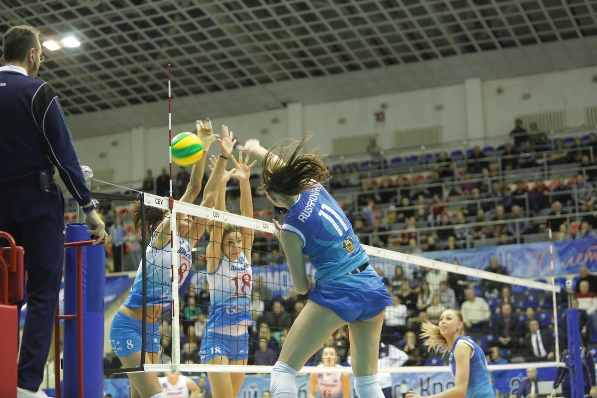 Волейболистки «Динамо Краснодар» на домашней арене сыграли с одноклубницами из Москвы
