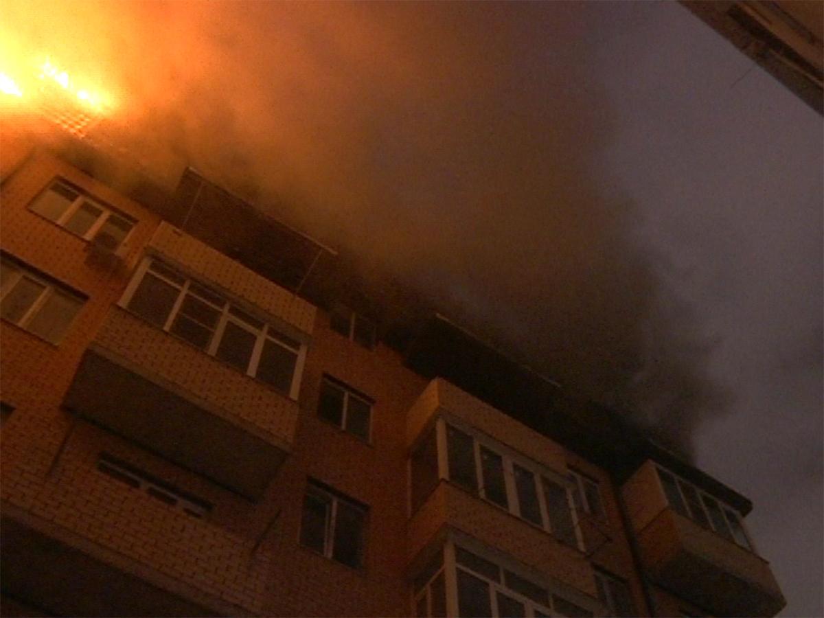 В Музыкальном микрорайоне Краснодара всю ночь тушили пожар в шестиэтажном доме
