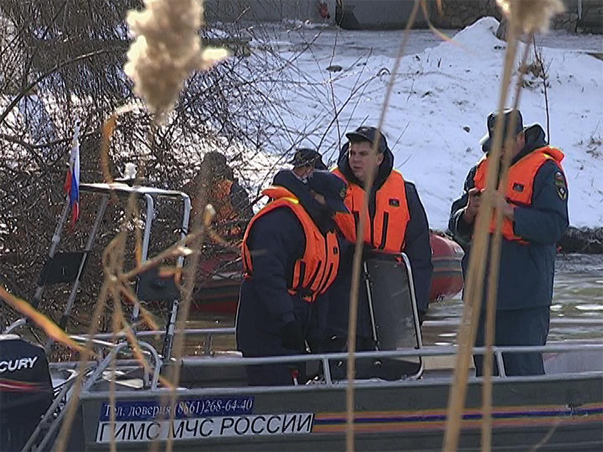 Во время учений в Краснодаре сотрудники МЧС спасли «тонущих» жителей