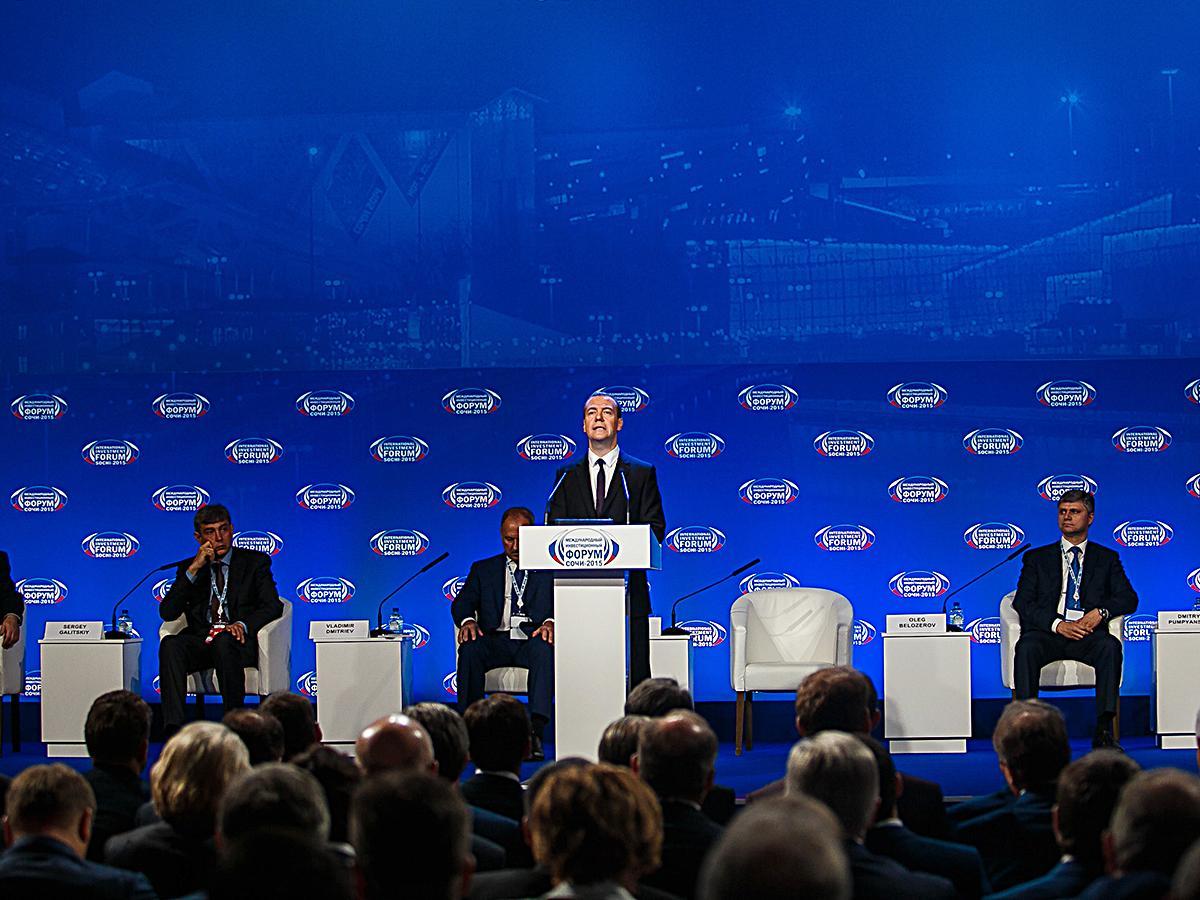 На инвестфоруме в Сочи провели пленарное заседание с премьер-министром