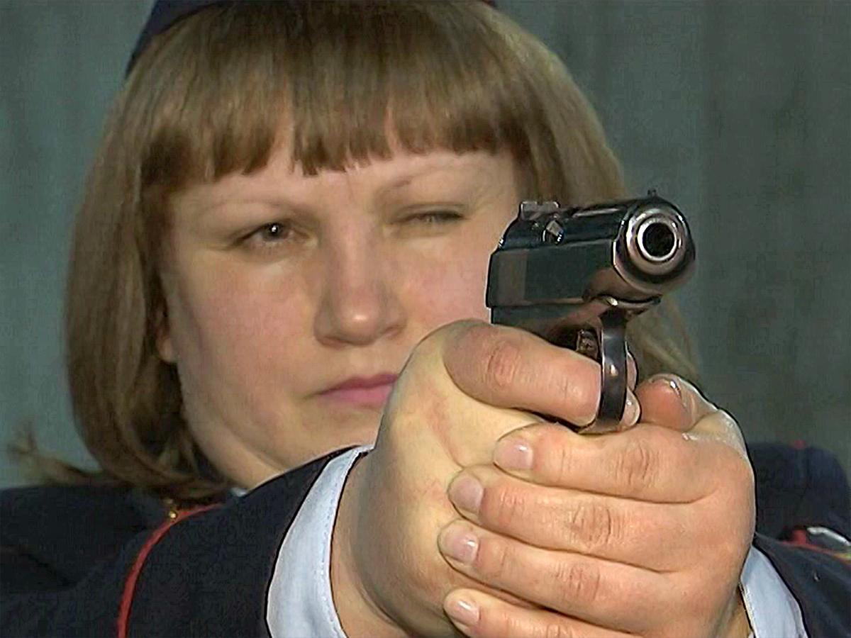 Женщина-конвоир из станицы Кущевской неоднократно становилась призером по стрельбе