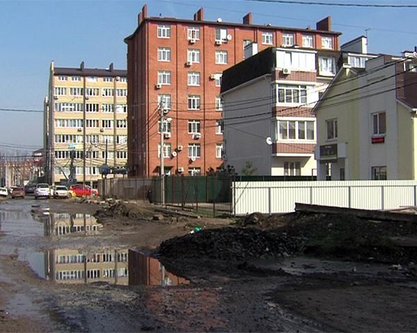 В Краснодаре жители дома на улице Куликова поля не могут въехать в свои квартиры