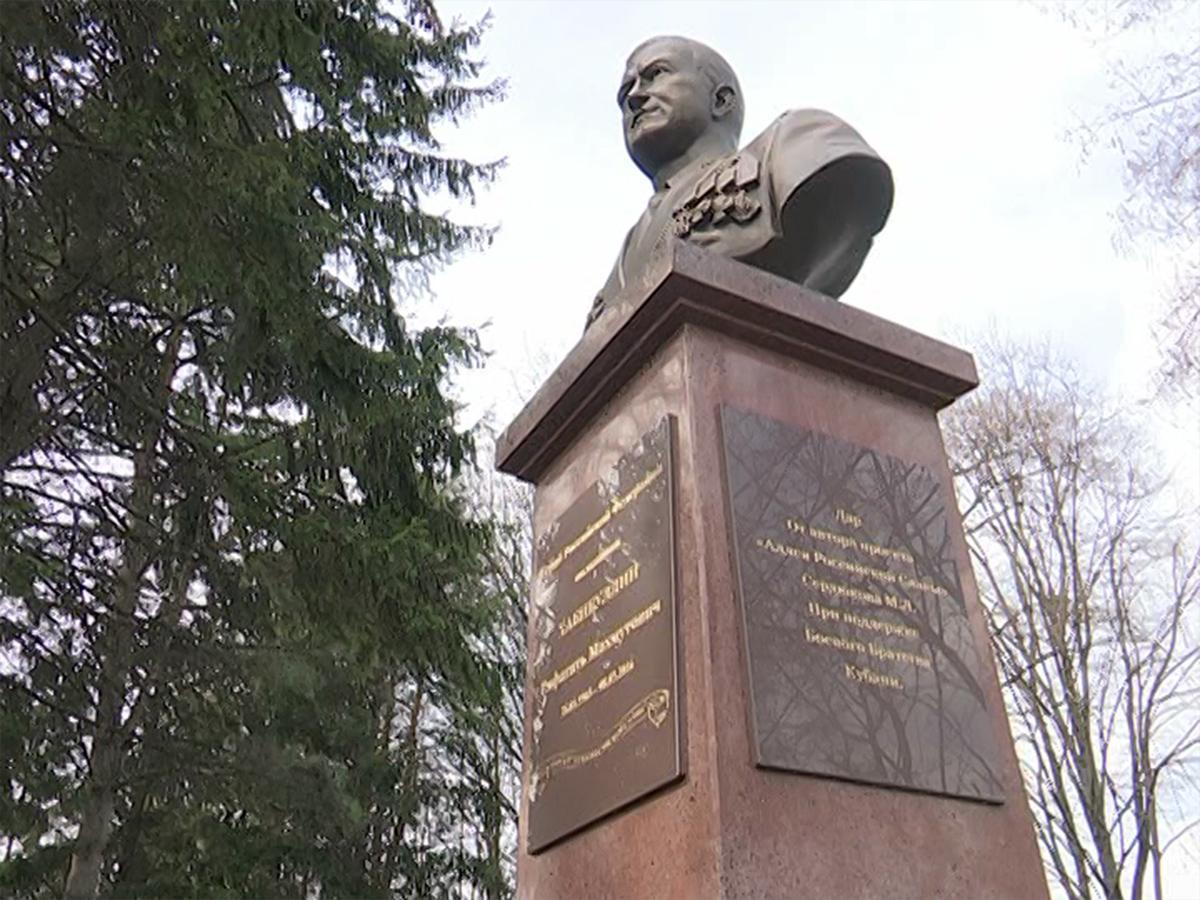 В Кореновске в день рождения погибшего Героя России Хабибуллина открыли памятник