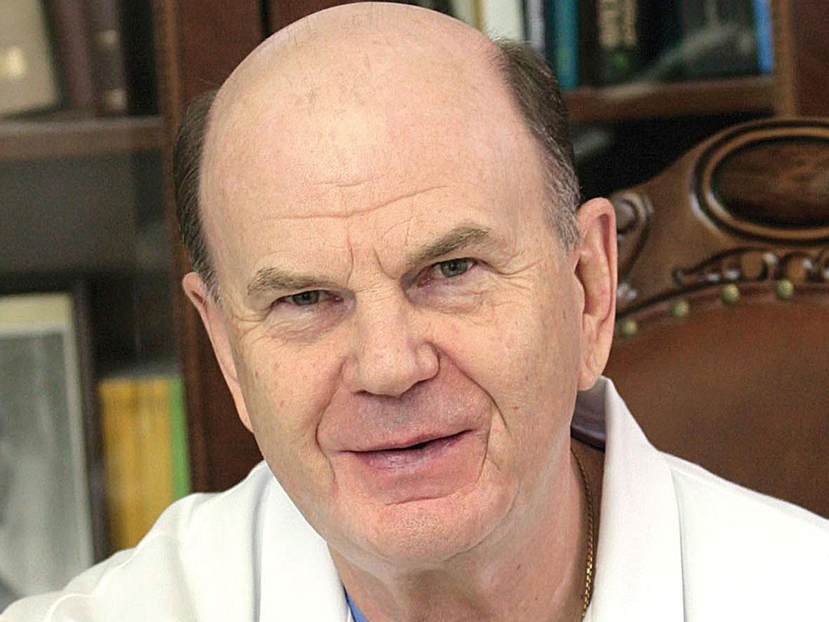 Главному торакальному хирургу Кубани Владимиру Порханову исполнилось 70 лет