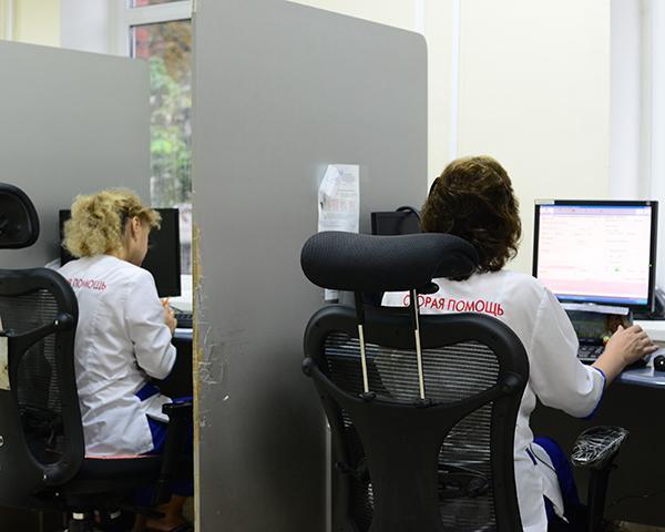 В Краснодаре диспетчеры скорой помощи за сутки принимают 2 тыс. звонков