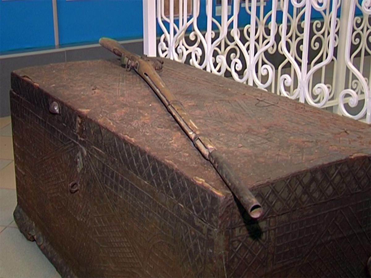 Житель села Суворовского подарил музею Усть-Лабинска ружье XIX века