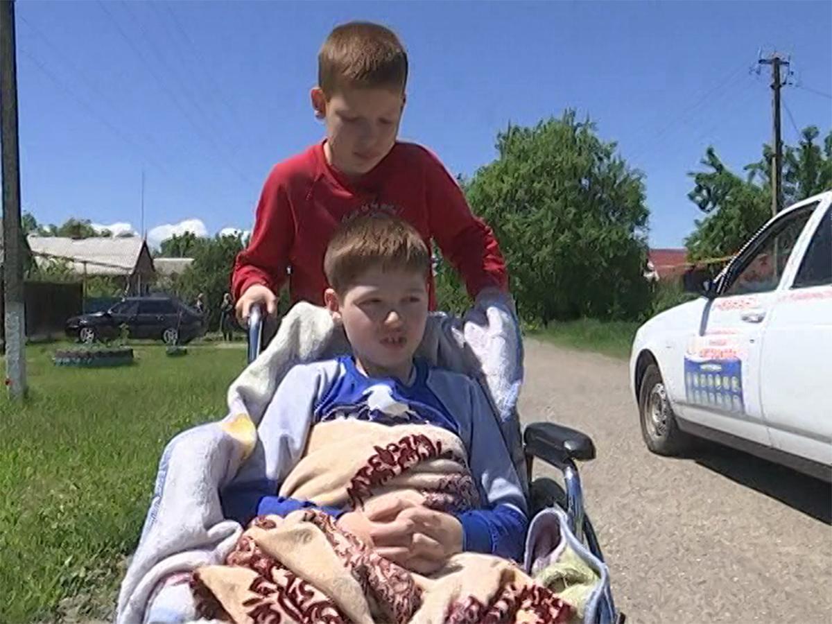 Фонд «Край Добра» соберет средства на инвалидную коляску для мальчика из Щербиновского района